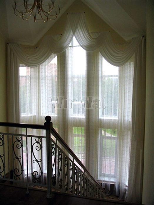 Шторы на лестничном окне
